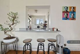 2 bedroom flat in Triangle Place, London, SW4 (2 bed) (#1105725)