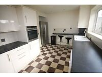 **THREE BED FLAT**PURLEY**CLOSE TO EVERYTHING**