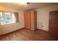 LARGE TWIN ROOM TO RENT IN STOCKWELL NEAR BY THE TUBE STATION GREAT LOCATION TO LIVE. 14J