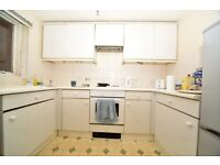 1 Bedroom Flat in Hendon with communal gardens and parking.