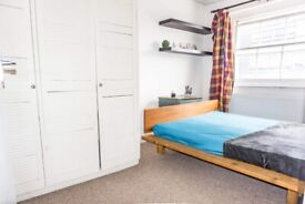 Warm large double room in Paddington! DISCOUNTED PRICES