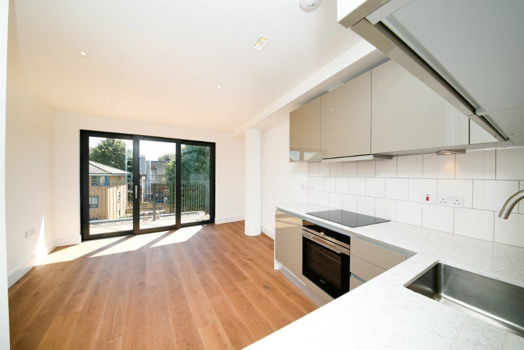 LUXURY BRAND NEW UNLIVED IN STUDIO APARTMENT IN HAMMERSMITH W6, UNFURNISHED AND VACANT NOW!