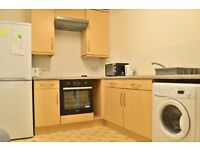 Fully furnished apartment with a separate kitchen and 4 large double rooms, available now!