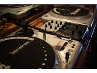 Vestax pdx 2000 turntables with Numark dm 950 mixer