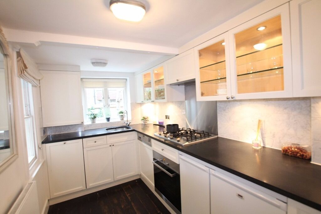 Huge 1 bedroom flat less then a 3 minutes walk to Knightsbridge Station call now on 07432771372