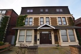 Fully Self Contained Heated One Bedroomed Flat with Parking, Walking distance Town centre/promenade.