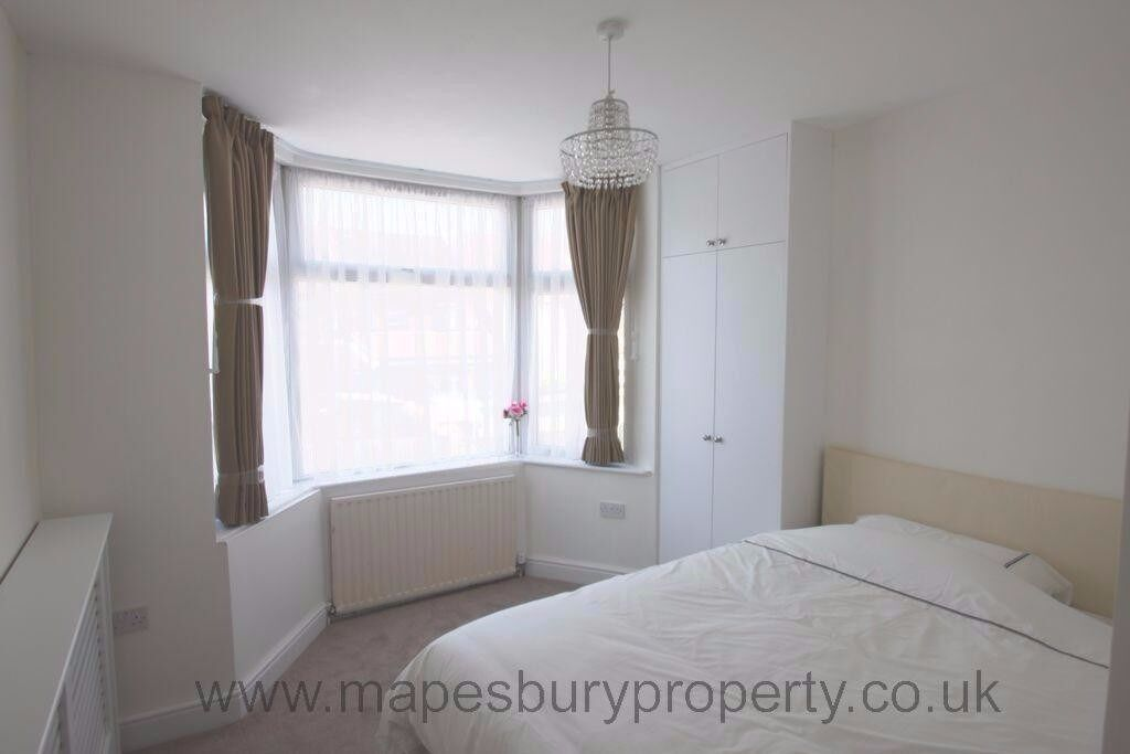 Newly refurbished three bedroom flat. Located very close to Hendon Central and Brent Cross.
