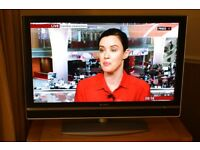 SONY KDL-40V2000 TELEVISION 40 INCH LCD, HD, EXCELLENT CONDITION