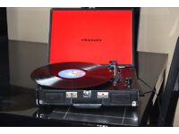3 SPEED RECORD PLAYER BUILT IN SPEAKERS/POWER ADAPTER INCLUDED