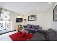 Very spacious 3 bedroom flat just off Oxford Street**Perfect for students**Cheap for location**