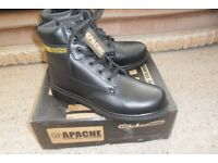 SAFETY WORK BOOTS - SIZE 10 - NEW.
