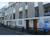Chanin Estates are pleased to offer this 3 bedroom apartment with a private garden.