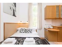 Modern studio flat with open plan kitchen and en-suite shower/wc in Hammersmith