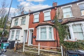 Stunning 3 Bedroom property, minutes walk to Purley Station- In fantastic condition