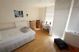 NEW MASSIVE room neear LIVERPOOL STREET ! PRIVATE BALCONY !