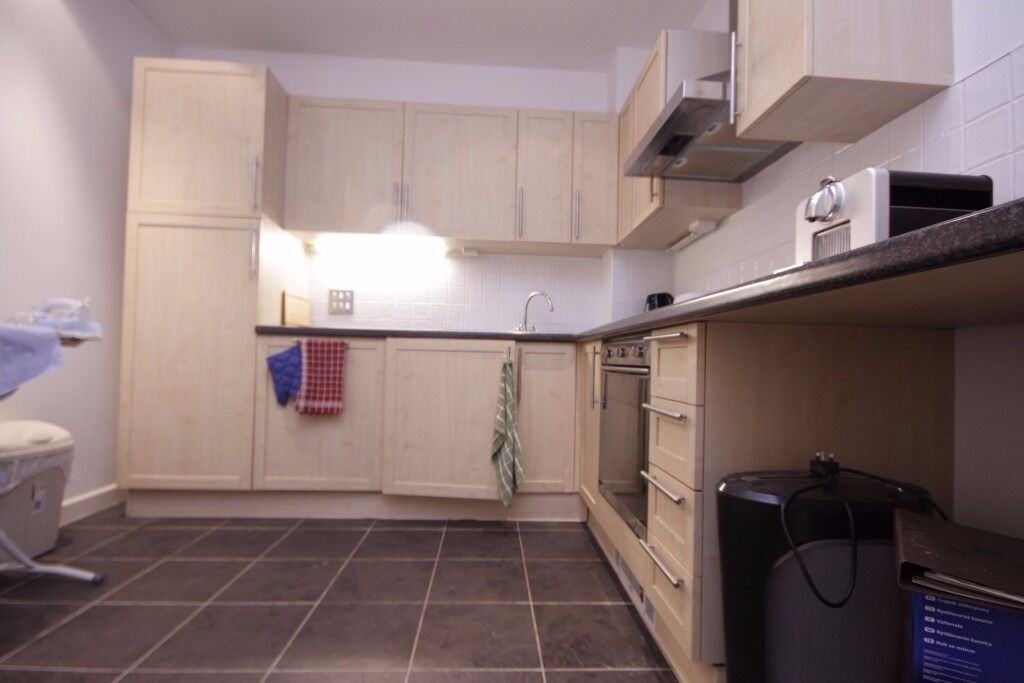 Massive 2 bedroom flat to rent in rotherhithe call on 07432771372