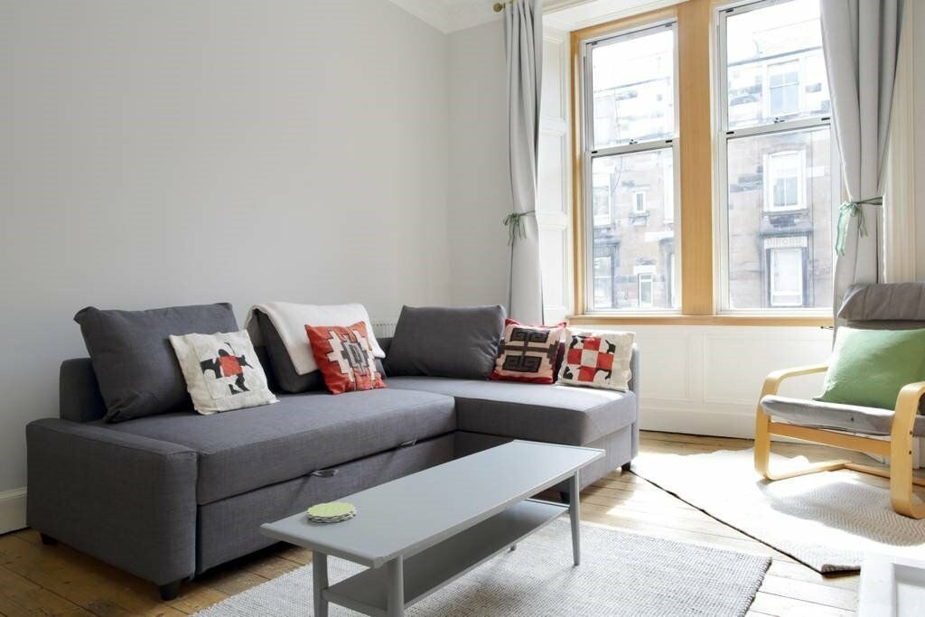 Spacious, bright one bedroom flat – Leith Walk