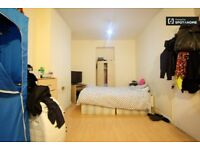 Room for 3 people, private toilet, Acton Central, West London. High Street. All Bills included