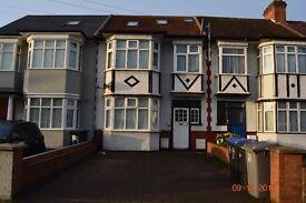 Three bedrooms flat in Watford Road, Wemblry , HA0