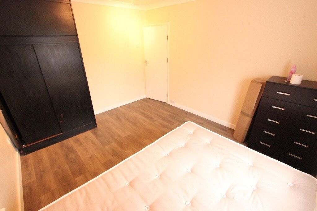 AVAILABLE END of MONTH. 1 BED FLAT. Close to TUBE and TRAIN, shops, amenities and more. CALL NOW