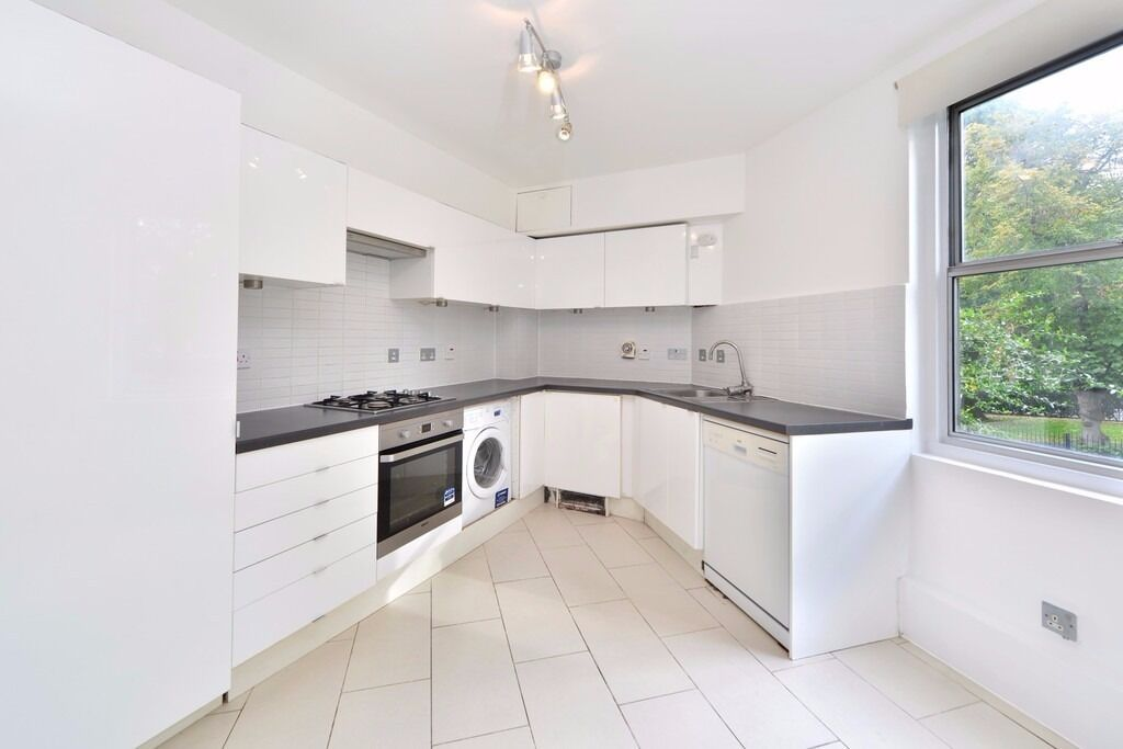 FANTASTICALLY LOCATED 3 BEDROOM, 2 BATHROOM APARTMENT WITH TWO BALCONIES- MORNINGTON CRESCENT