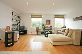 ***FANTASTIC THREE DOUBLE BEDROOM FLAT*** ***MODERN AND SPACIOUS*** ***CLOSE TO STATION***