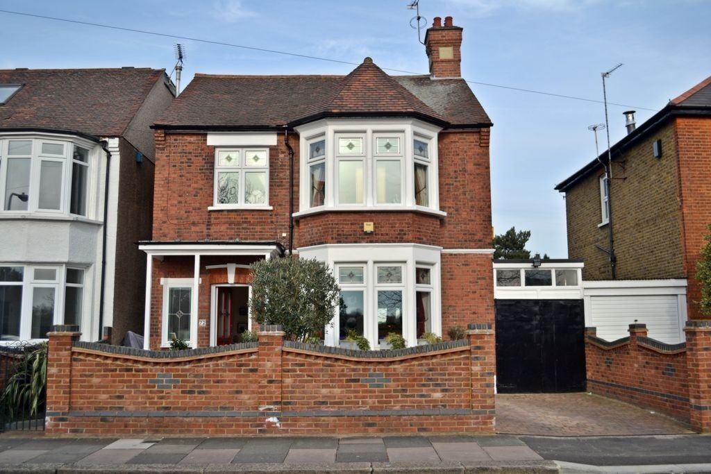 BEAUTIFUL ONE BED FIRST FLOOR FLAT FOR RENT ALL INCLUSIVE-£1100