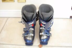 ski boots size 5. make head with bag .excellent condition