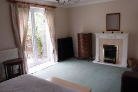 Lovely large light double room in Boreham near Chelmsford, easy access to A12 and A130