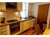 Twin Room available in January in spacious Edinburgh Grassmarket Apartment (7/11)