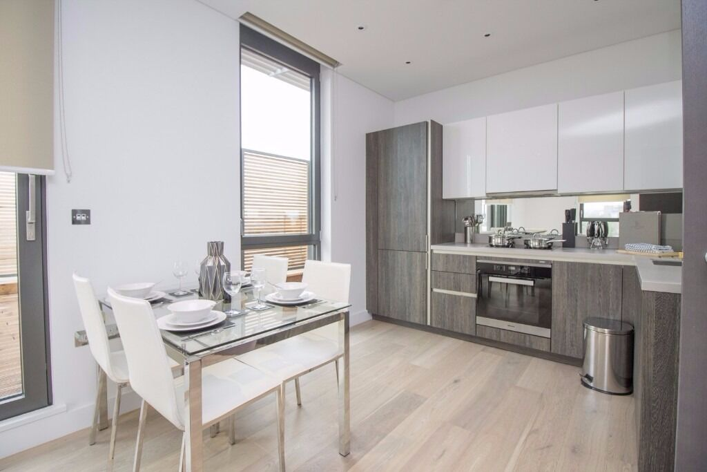 * GORGEOUS TWO DOUBLE BEDROOM APARTMENT IN PUTNEY * FURNISHED * SKY TERRACE * TRANSPORT NEARBY *