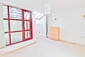 3 BEDROOM FLAT WITH BIG LOUNGE JUST OFF BRICK LANE, SHOREDITCH £695 PER WEEK - LIVERPOOL ST
