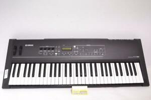 k042671 - Clavier controlleur USB / MIDI 61 touches Yamaha KX61 - InstantComptant.ca