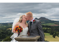 wedding photographer with photobooth package