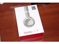 Like new - Beats Solo2 On-Ear Headphones Luxe Edition - Silver (Apple cover ends 14 September 2017)