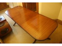 Lovely mahgoany dining table in excellent condition,