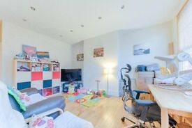 A lovely 2 x Double Bedroom Property in South Hampstead - Available Early January