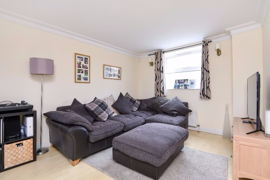 A two double bedroom apartment with secure entry and private roof terrace. Cedars Road, Clapham, SW4