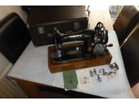SINGER VINTAGE N0.99 SEWING MACHINE - EXCELLENT CONDITION IN ORIGINAL CASE