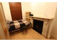 2 DOUBLE BEDROOM First Floor, Split Level Flat. UNFURNISHED. AVAILABLE MID JANUARY. CALL NOW