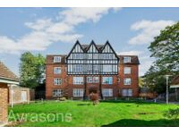 3 beds flat on Leigham Court Road, Streatham Hill Station, lovely communal gardens.