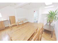 Furnished splitlevel 2 bed apartment to let in Herne Hill offered part furnished,12 min from station