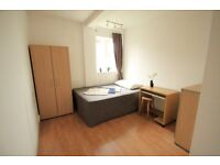 Lovely Double Room in the heart of Camden Town, free Wifi, Good value for money!! 51L