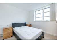 Warton House - Stratford - 3 bedroom - 2 bathroom - close to Stratford Station -Furnished