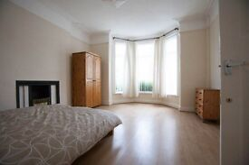 4 Great Rooms in Large recently refurbished house Near Penny Lane and City Center. Call 0989 5526614