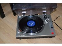 ION DJ TURN TABLE/RECORD PLAYER