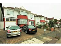 4 bedroom house in Crespigny Road, Hendon, NW4