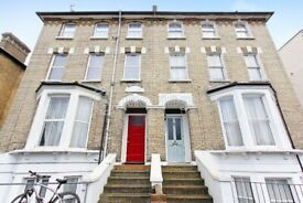 Cosy studio flat to rent in Streatham Hill. WATER RATES INCLUDED. Furnished or Part-Furnished.