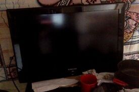 """URGENT Samsung 32"""" 1080p tv for sale inc remote and wall bracket"""