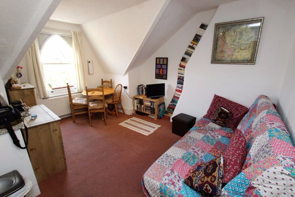 Top floor fully furnished one bedroom flat located under half a mile walk from Archway Tube N19